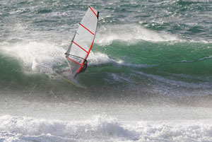 Ian Ross tries an early prototype sail at Cornish reef break